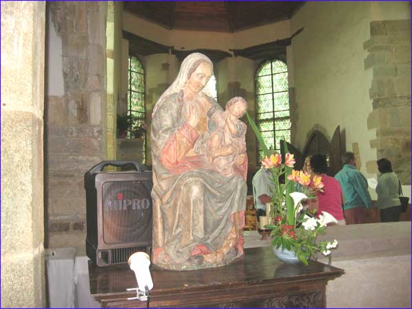 belle statue de Marie