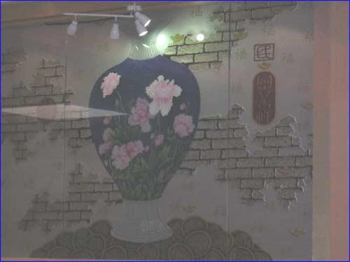 potiche chinoise sur un mur