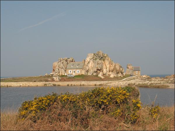 maison-entre-deux-rochers