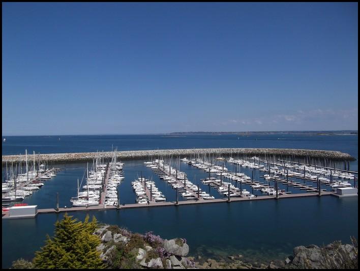 ROSCOFF- petit port de plaisance , vu du Rocher